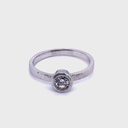 14k Gold Lab grown Dia bezel set foil textured solitaire ring- Caleesi Designs- Austin, Texas Anillo solitario con textura laminada engarzada con diamantes en oro de 14kt diamantes hechos en laboratorio