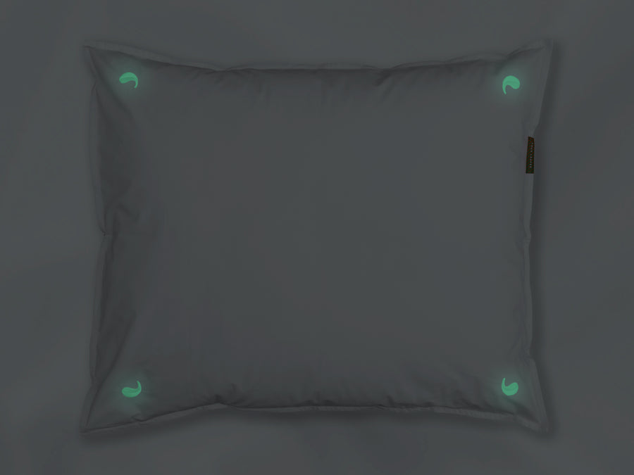 Nayakakanda glow sateen pillowcase junior (white with glow in the dark leaves) - Four Leaves