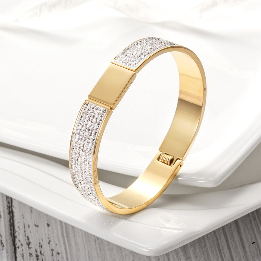 FLAWLESS PAVÉ BANGLE