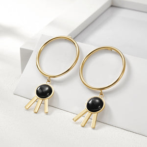 Circle with Flower-shaped Earrings