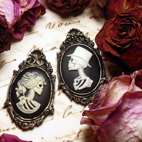 Skull lovers Bride and groom cameo brooch set