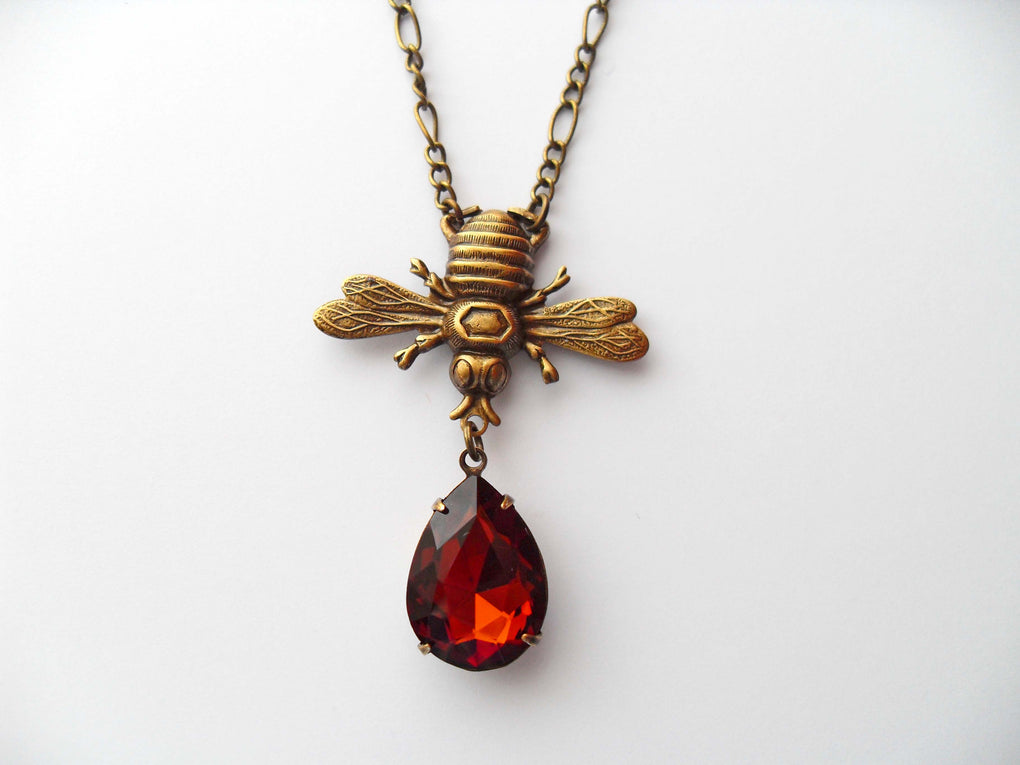 BEE NECKLACE WITH HONEY DROP