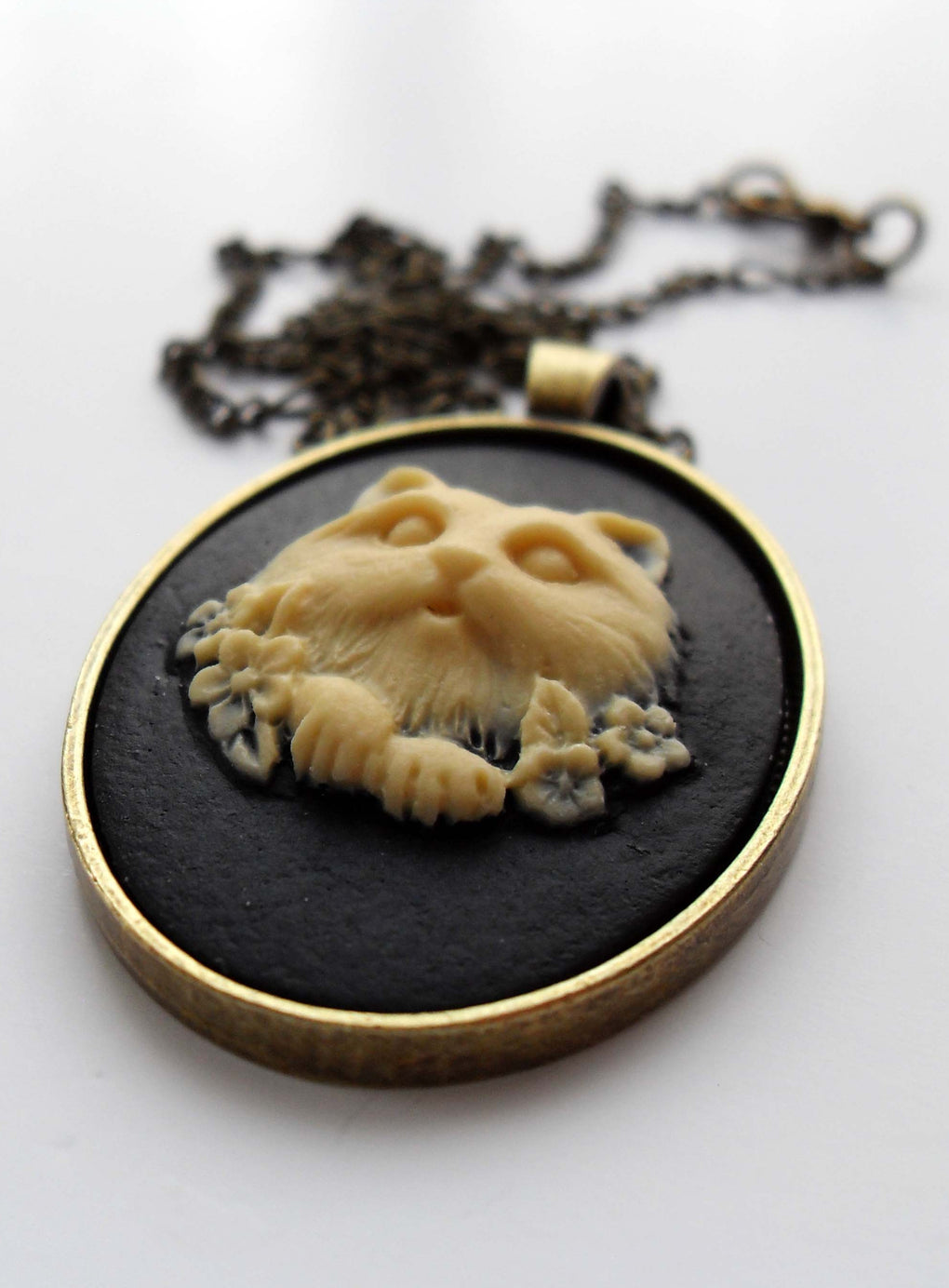 FLUFFY KITTEN CAMEO NECKLACE