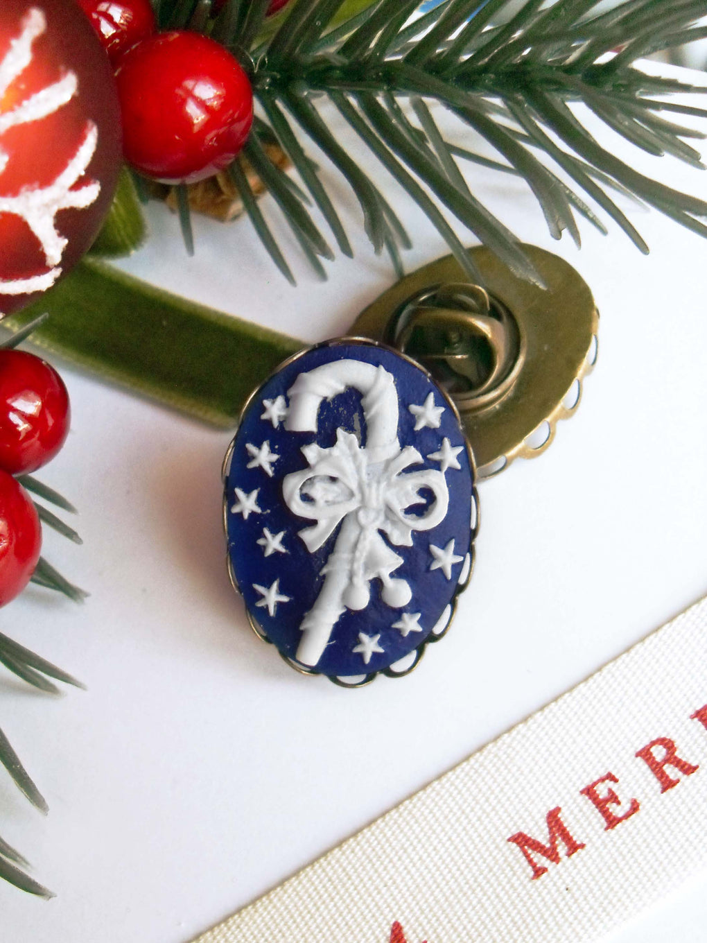 CHRISTMAS CANDY CANE CAMEO PIN