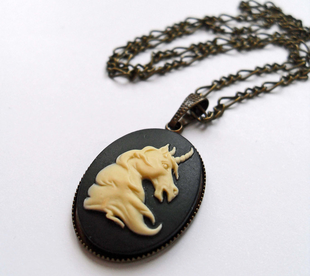 DAINTY UNICORN CAMEO NECKLACE - THEBLACKWARDROBE.COM