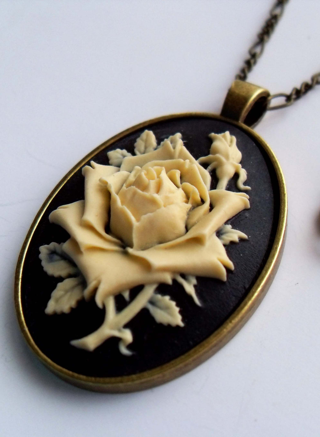 LARGE ROSE CAMEO NECKLACE
