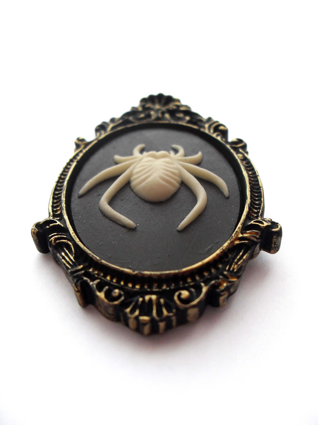SPIDER CAMEO BROOCH