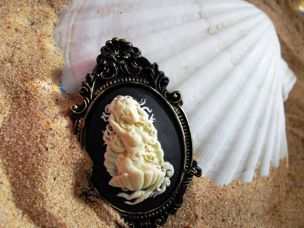 MERMAID SIREN CAMEO BROOCH - THEBLACKWARDROBE.COM