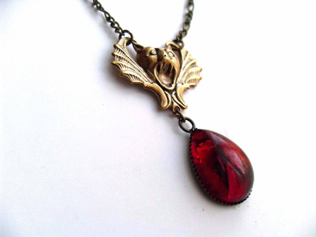 SCREAMING GARGOYLE VAMPIRE NECKLACE