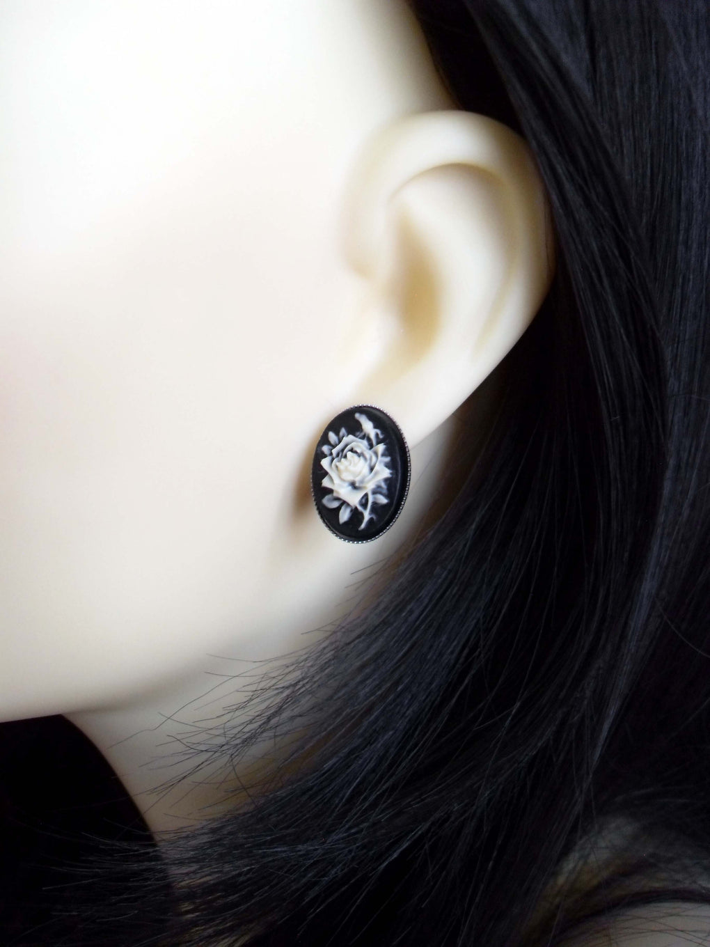 SMALL ROSE CAMEO STUD EARRINGS