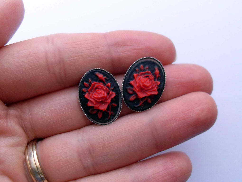 SMALL ROSE CAMEO STUD EARRINGS - THEBLACKWARDROBE.COM