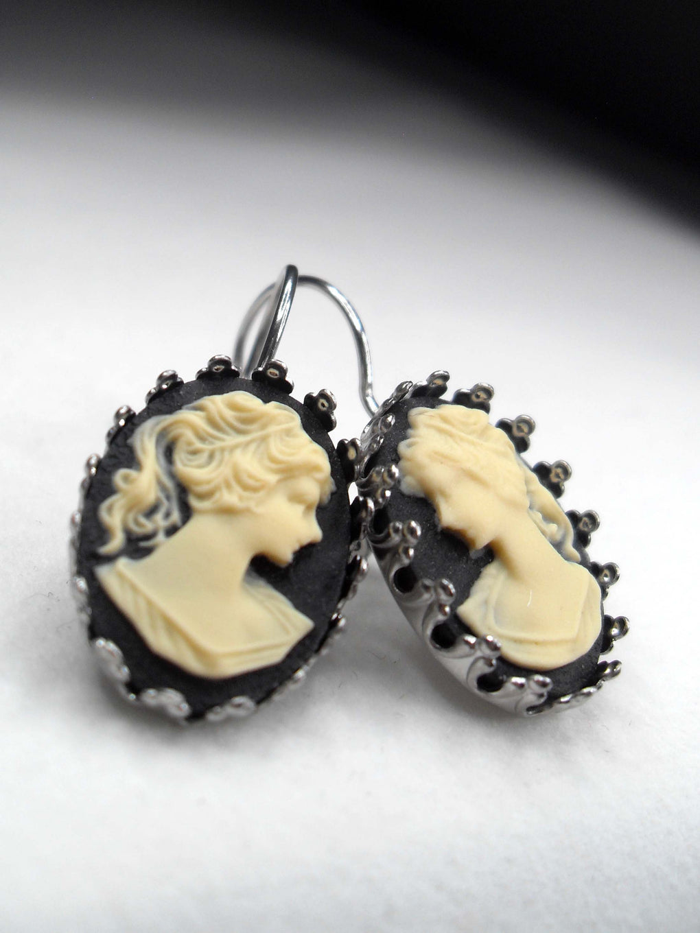VICTORIAN LADY CAMEO CROWN EARRINGS