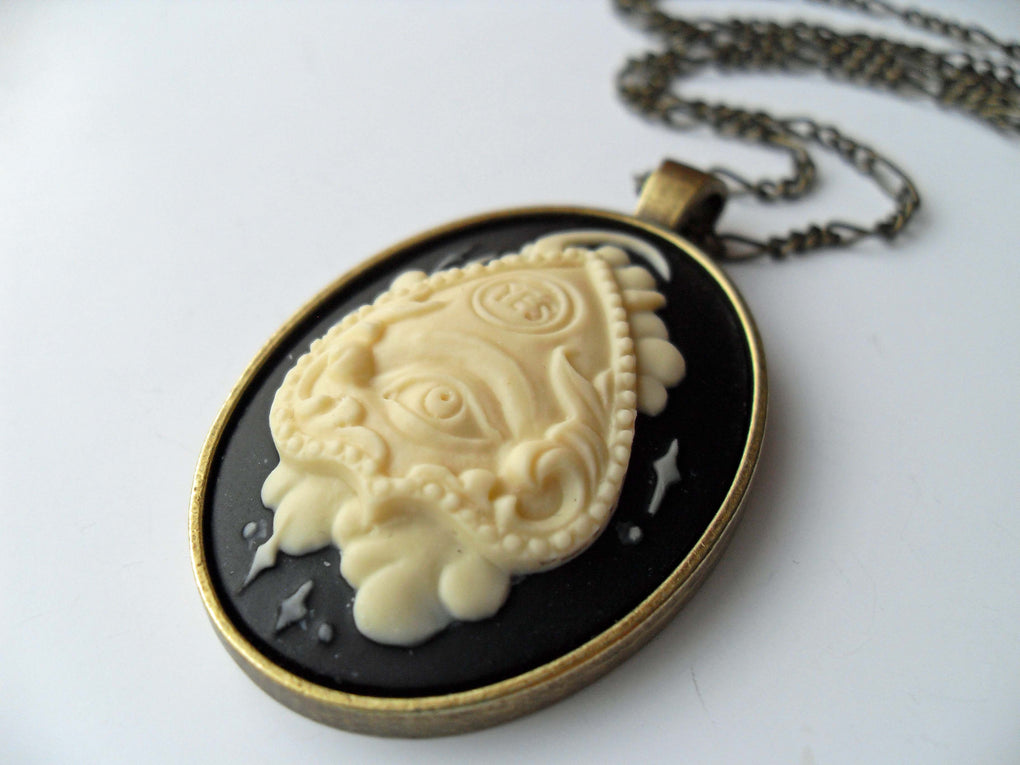 OUIJA PLANCHETTE CAMEO NECKLACE - THEBLACKWARDROBE.COM