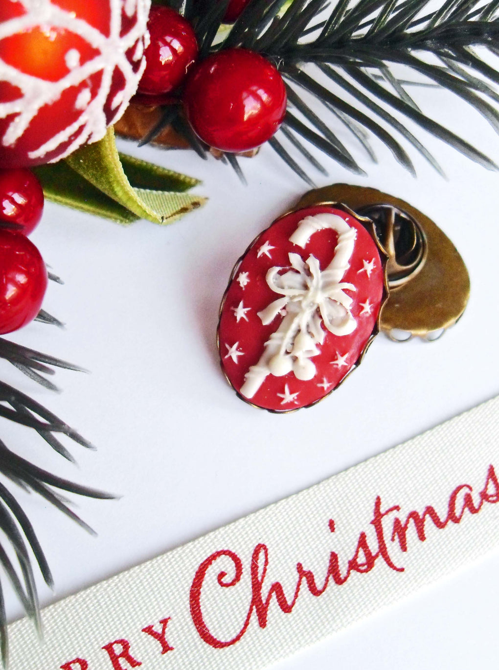 CHRISTMAS CANDY CANE CAMEO PIN - THEBLACKWARDROBE.COM