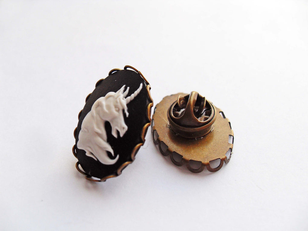 UNICORN CAMEO PIN - THEBLACKWARDROBE.COM