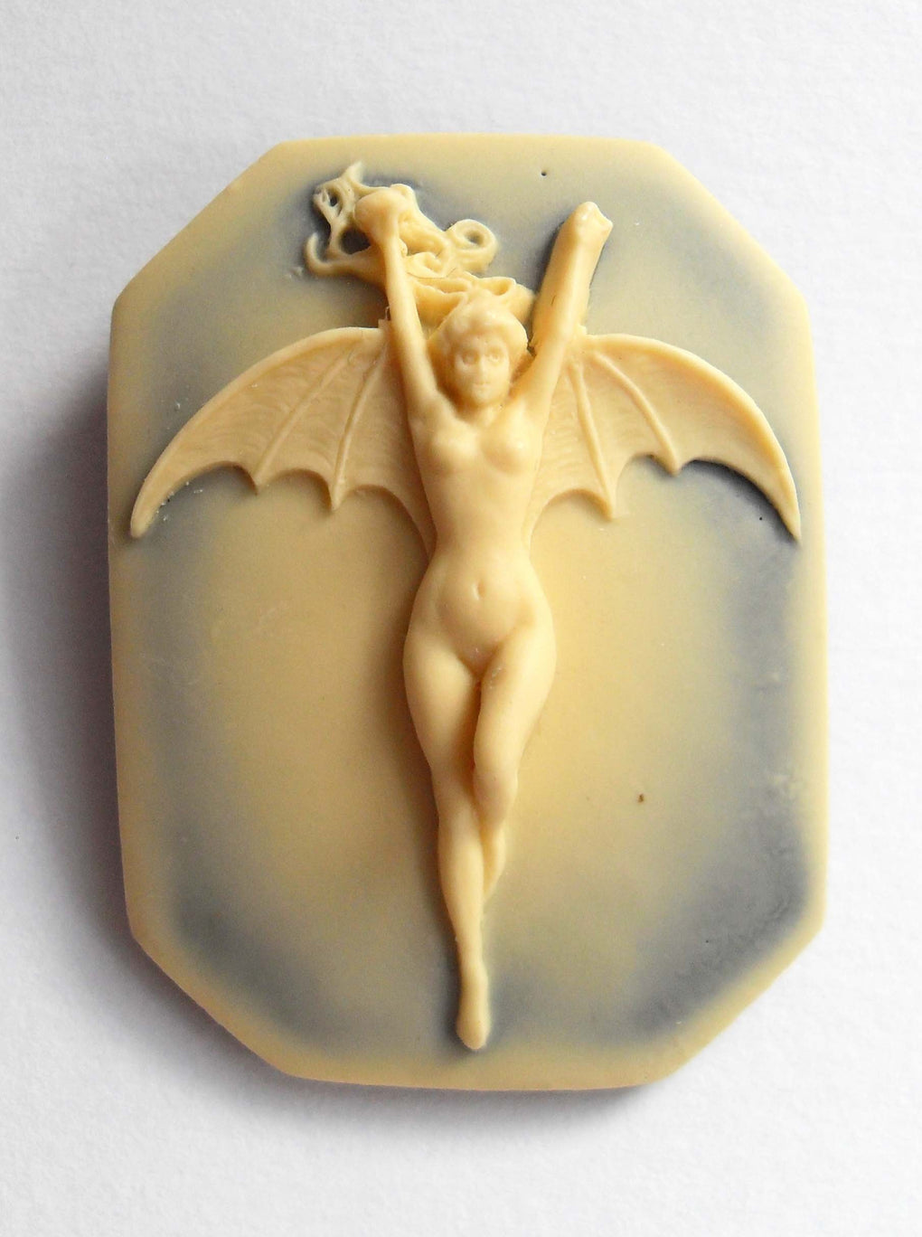 SQUARE VAMPIRESS CAMEO BROOCH