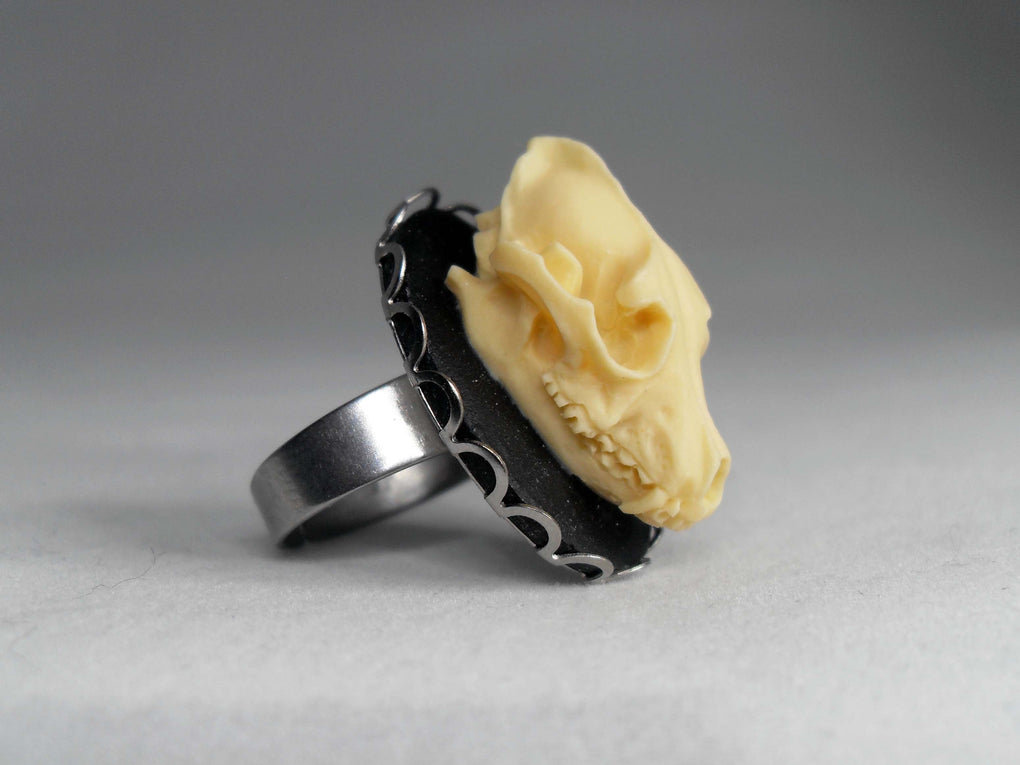 SILVER WOLF SKULL CAMEO RING