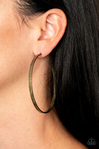 Paparazzi Lean Into The Curves - Brass Earrings