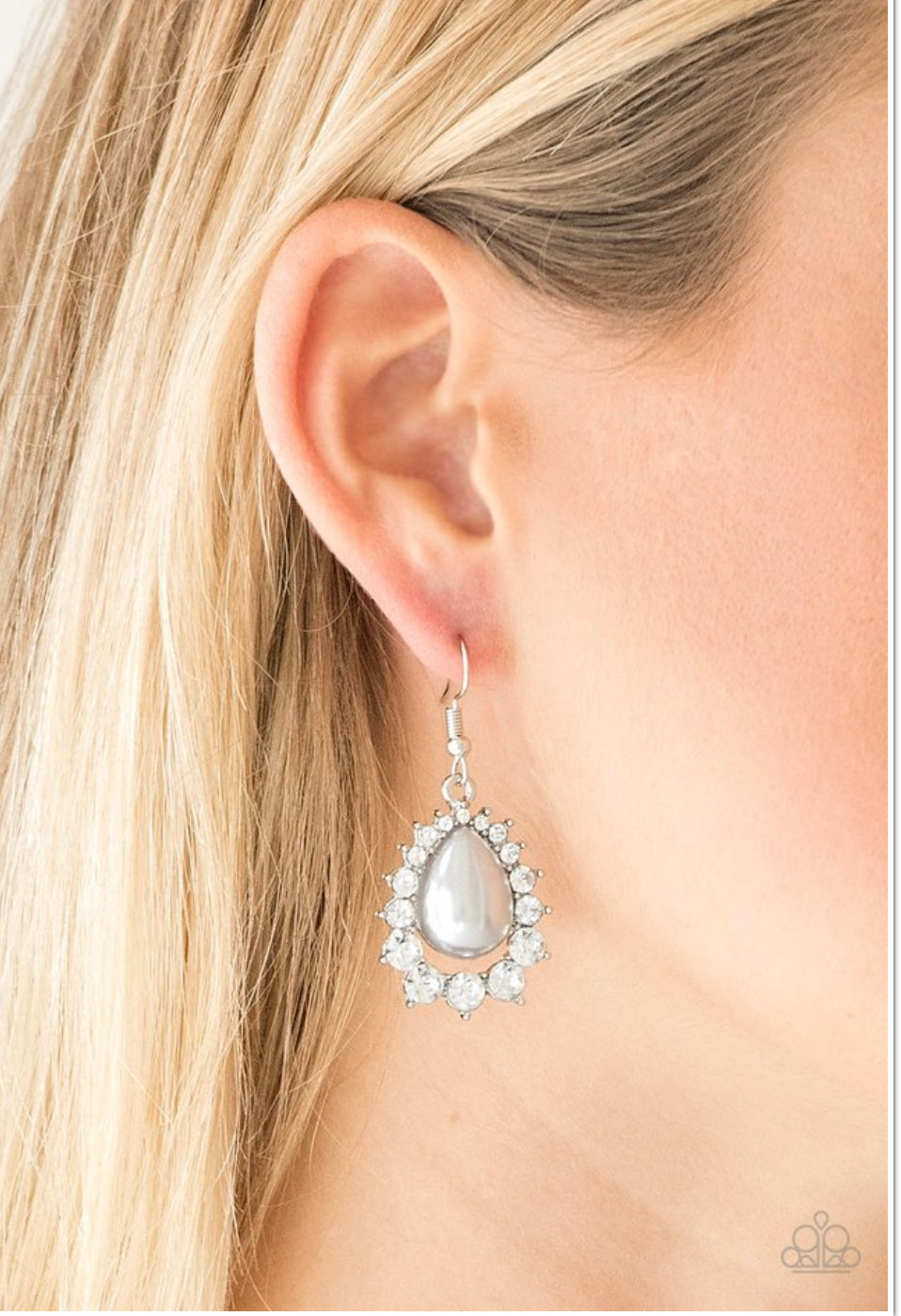 Paparazzi Regal Renewal - Silver Earrings