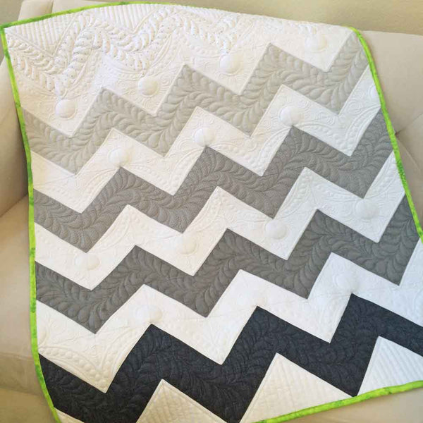 ZigZagNoli- fat quarter baby quilt in white, black and grey