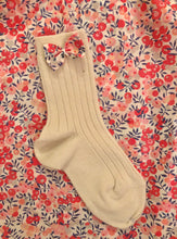 Load image into Gallery viewer, Lula Buttermilk/Wiltshire Berry Ankle Socks
