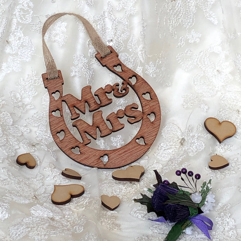 Wooden horseshoe - wedding - Mr & Mrs