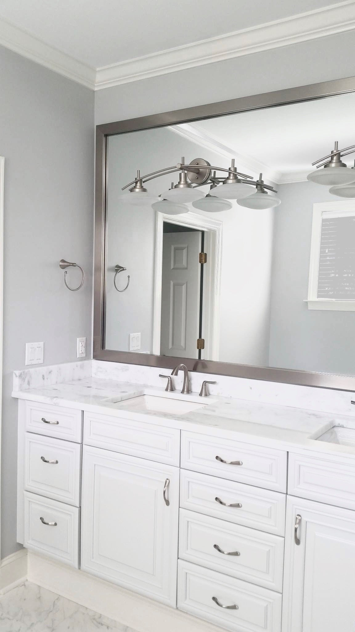 Bathroom Makeover With Wall-Mounted Mirror Frame