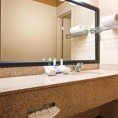 5 Star Hotel With Bathroom Mirror Framing