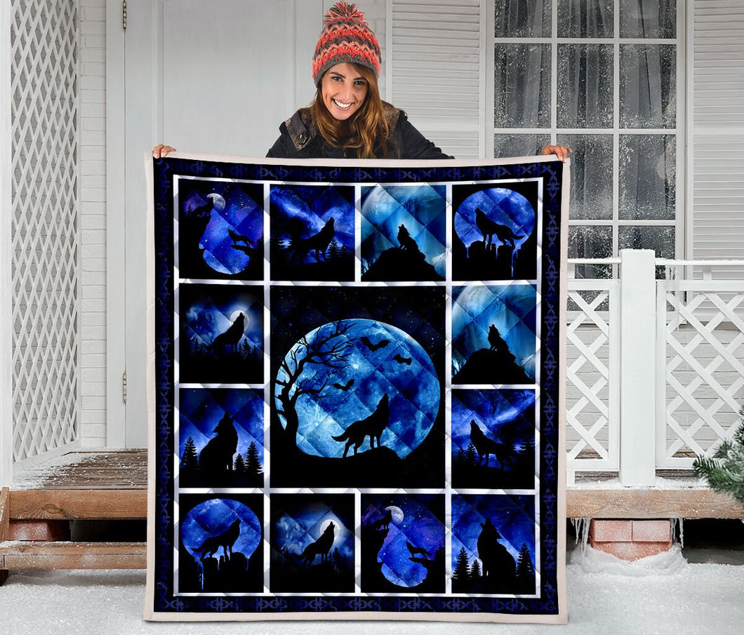 Wolf Silhouette Howling At Moon H247047 - Quilt Blanket