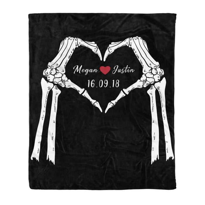 Fleece Blanket Mother's day Father's day unique gift ideas for mom & dad from daughter & son kids, meaningful birthday presents -  Personalized Couple Fleece Blanket - Skull Heart Love - Best custom couple gift wedding anniversary gift