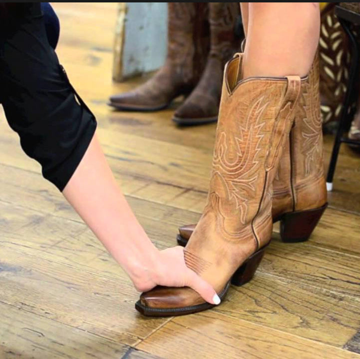 How Do Ariat Boots Fit