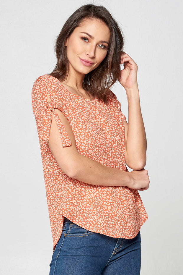 PRINT SHORT SLEEVE SCOOP NECK TOP