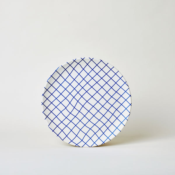 mogutable - large bamboo plates set in blue plaid - front view