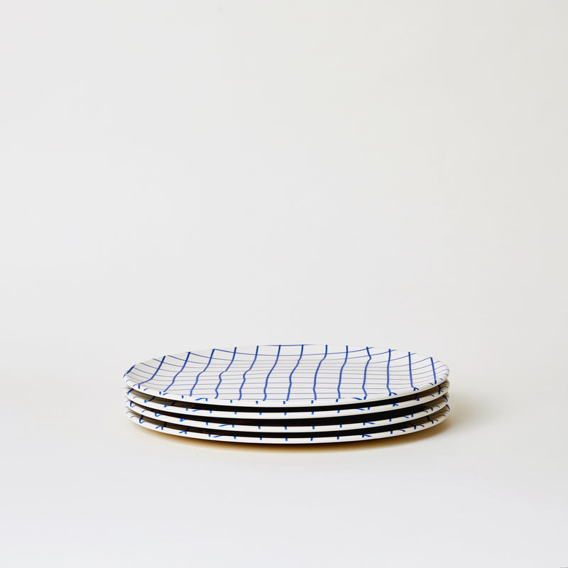 mogutable - large bamboo plates set in blue plaid - side view
