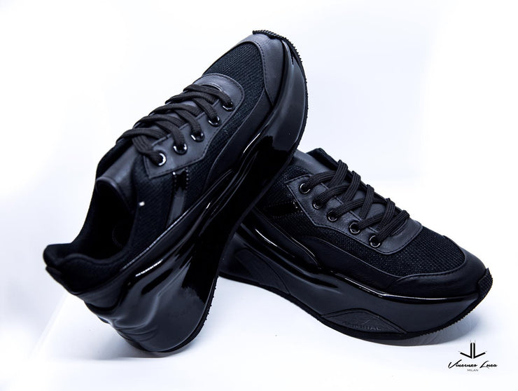 VL Chunky Trainers in Black