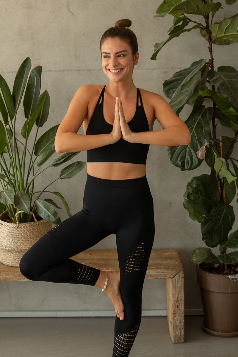 COSETTE BLACK YOGA SET