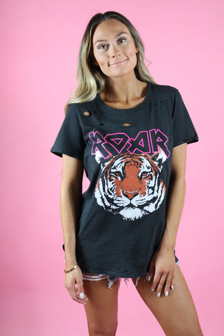ROAR DISTRESSED GRAPHIC TEE