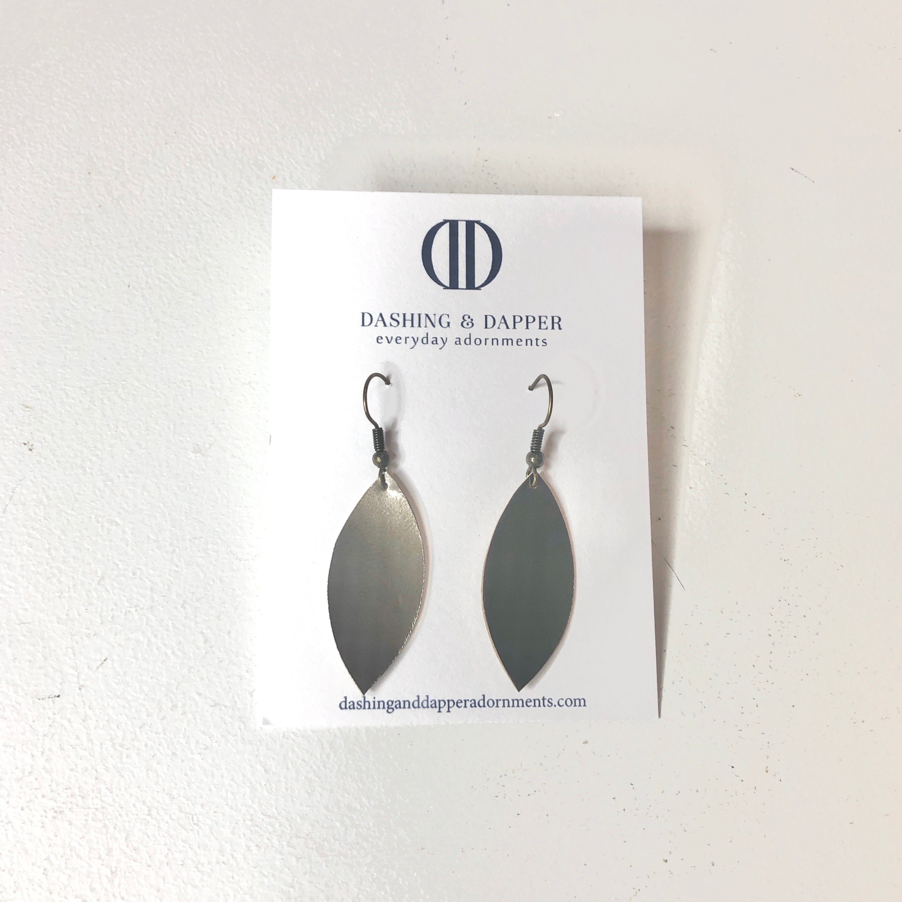 D&D Small Leather Earrings - Shiny Dark Silver