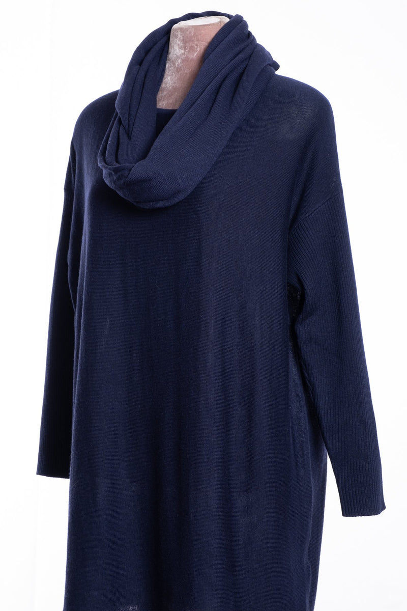 Ginger Toby bow backed tunic, navy, view with snood