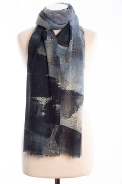 Kapre brush stroke design scarf, grey, tied view