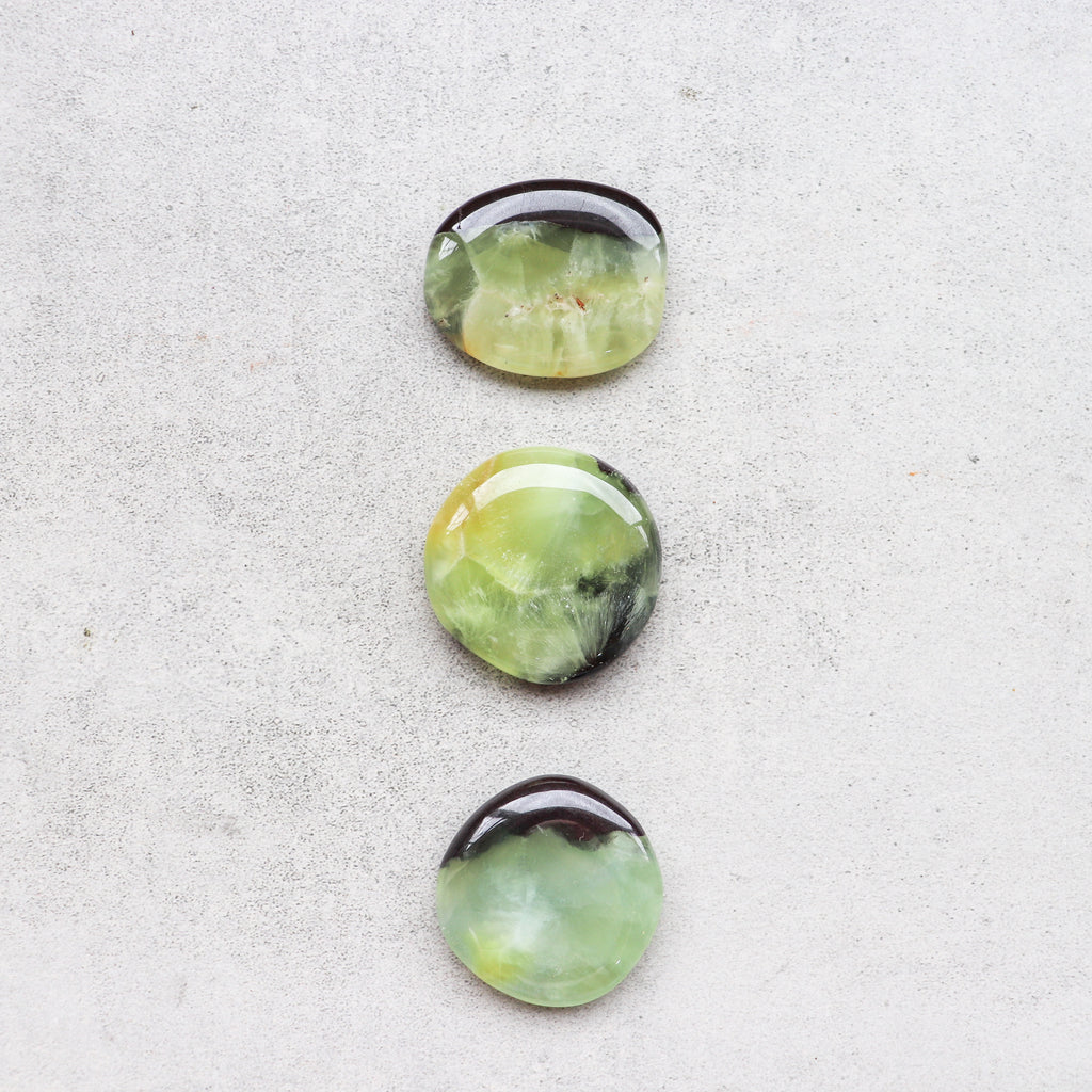 Prehnite Palmstone - Pretty Soul Stories Crystals