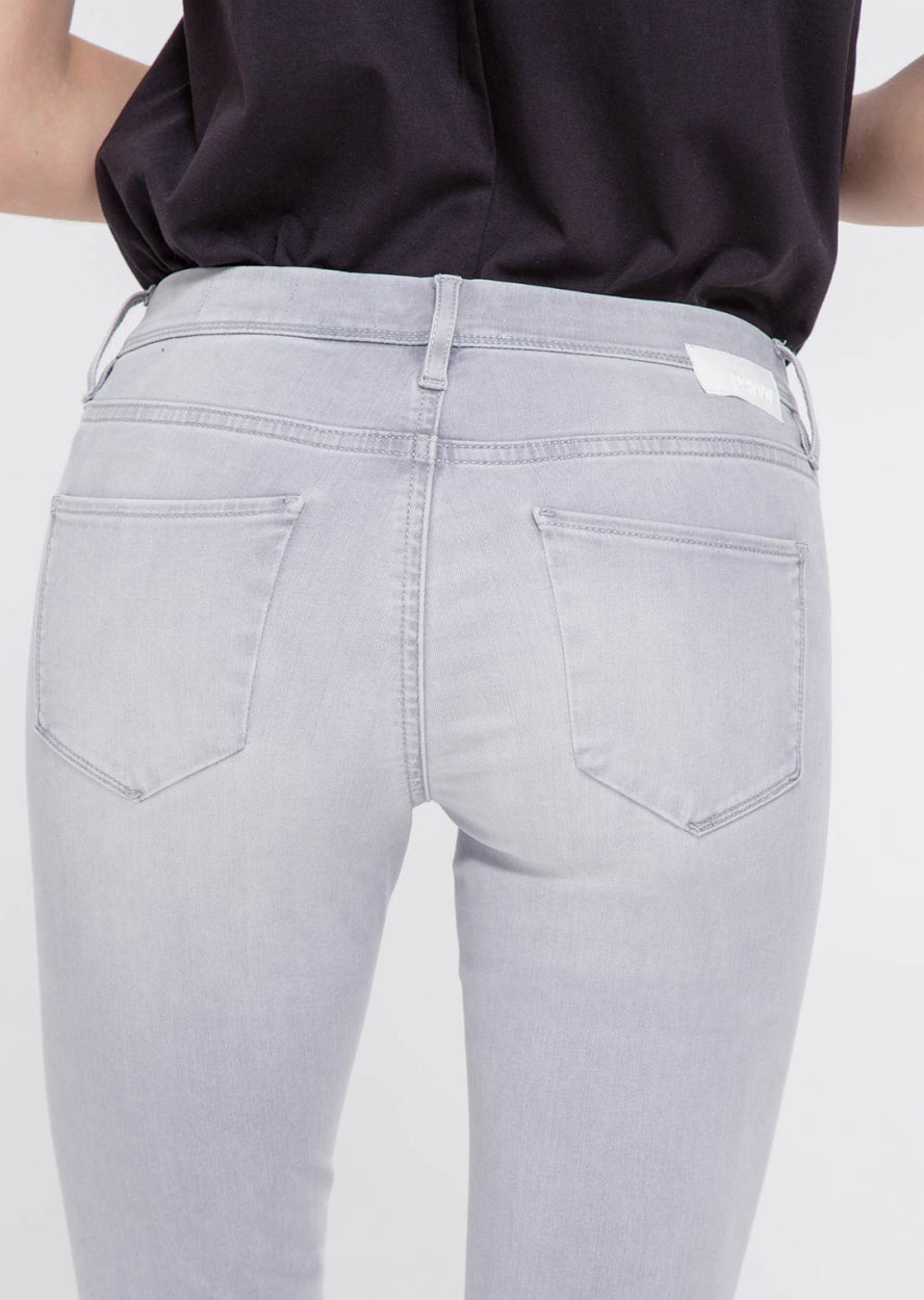 MID SUN - Slim, Organic Powerstretch Denim