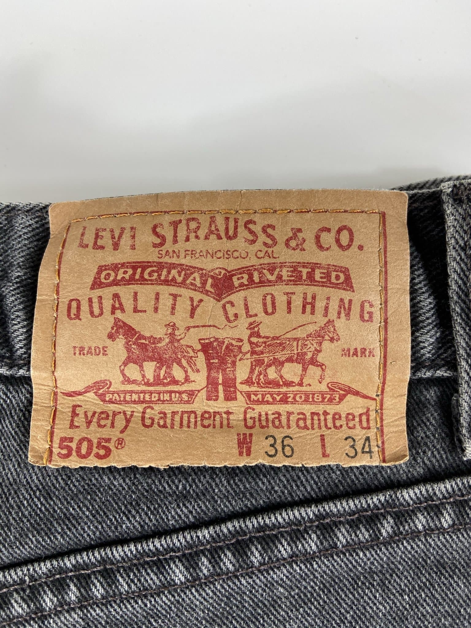 Vintage Levi's 505 Classic Zip Fly Jeans W36 L34 (I11) - Discounted Deals UK