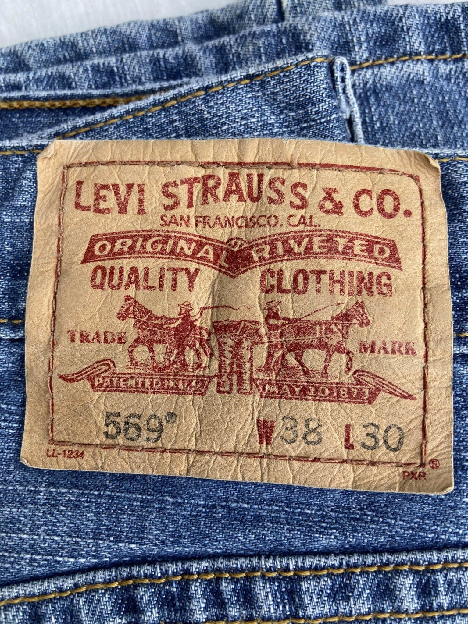 Vintage Levi's 569 Jeans W38 L30 (G2) - Discounted Deals UK