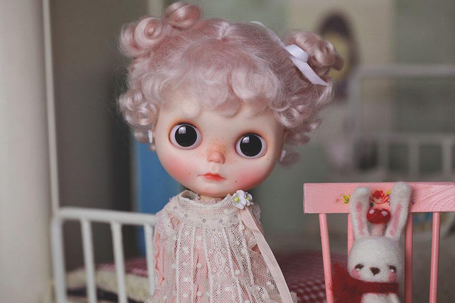 How much for a custom Blythe doll?