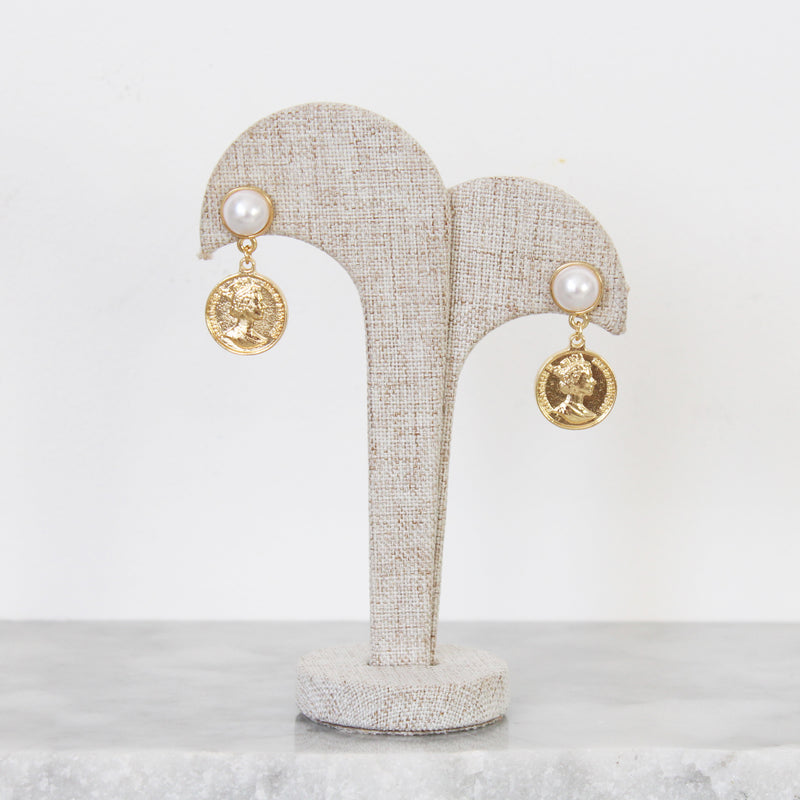 Aretes Coin and Pearls