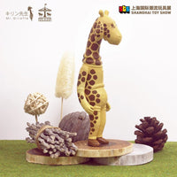 Mr-Giraffe-キリン先生-soft-vinyl-Edition-by-Kafka-Poon-x-Merry-Go-Round-e-1024x1024