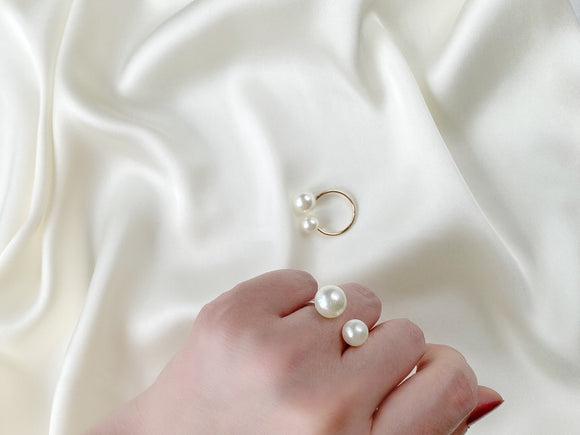 Adjustable size pearl ring