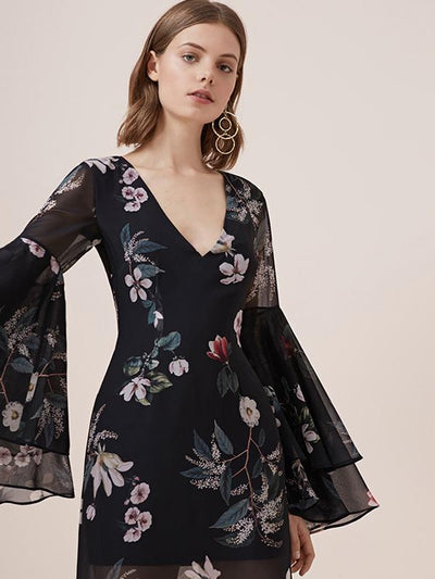 Elegant Print Slit Backless Lacing Flare Sleeve Maxi Dress