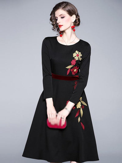 Vintage Black Embroidery Flora Belted O-Neck Big Hem Skater Dress